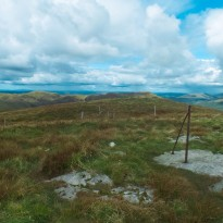 Fence line to Cruach Neuran